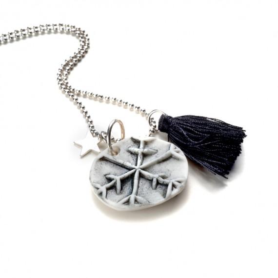 Collana con elemento in Porcellana - artigianale - Made in Italy -G in white