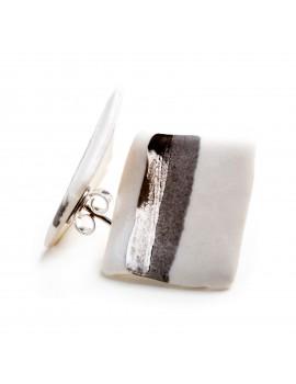 Orecchino in porcellana bianca lavorato con platino lucido e opaco