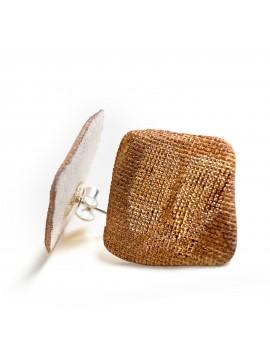 Orecchino in porcellana bianca lavorato con oro lucido e opaco